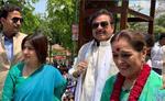 कांग्रेस के शत्रु ने सपा में शामिल हुई पत्नी के लिए किया प्रचार, बोले - पहले परिवार