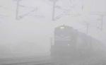 दिल्ली आने वालीं 25 ट्रेनों की रफ्तार पर कोहरे ने लगाई ब्रेक, 1 से 6 घंटे तक लेट