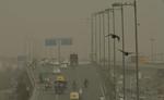 दिल्ली में शुक्रवार को भी वायु प्रदूषण की स्थिति गंभीर
