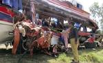 पाकिस्तान में ट्रेन-बस टक्कर, 15 की मौत, 30 से अधिक घायल