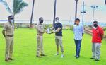 अक्षय कुमार ने मुंबई पुलिस को दिए स्मार्ट रिस्टबैंड्स