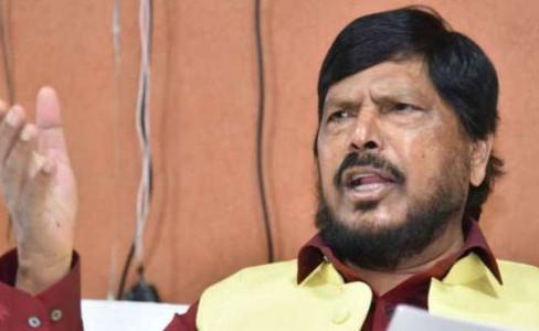अनुराग कश्यप को गिरफ्तार करे मुंबई पुलिस : रामदास अठावले