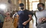 कंगना रनौत के खिलाफ बयान दर्ज करवाने मुंबई ऑफिस पहुंचे रितिक रोशन