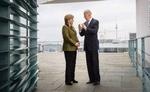 जी-7 एक साथ दिखे अमेरिकी राष्ट्रपति और जर्मन चांसलर, ट्विटर पर फोटो की शेयर