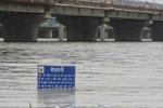यमुना नदी उफान पर, जलस्तर खतरे के निशान के बेहद करीब
